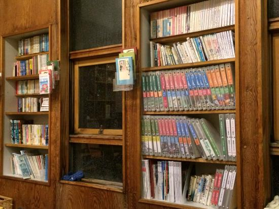 Haboro-cho, Japan: Lots of books for nice reading in a storm night.
