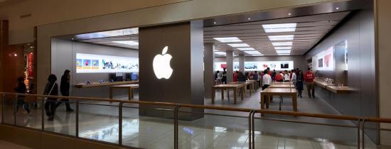 International Plaza And Bay Street Apple Store