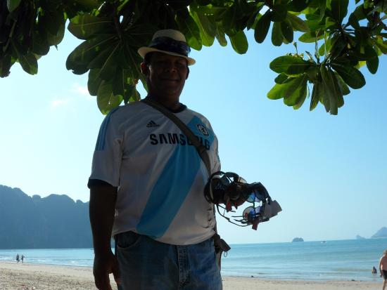 Krabi La Playa Resort: This is Cham who sells sun glasses and watches. Great to talk to