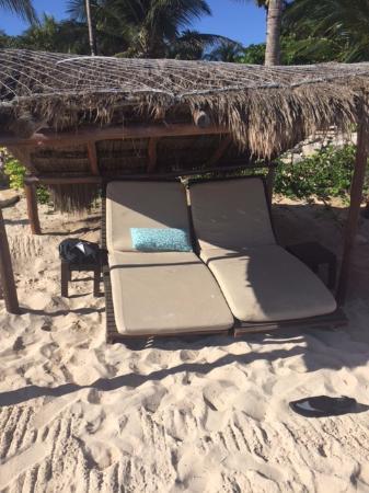 Viceroy Riviera Maya: Relaxing ocean front.