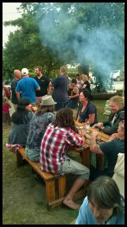 Barrydale Backpackers & Dung Beetle Bar : A braai in the beer garden