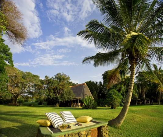 Rusinga Island Lodge: Lawns & Beach Front @ Rusinga Lodge