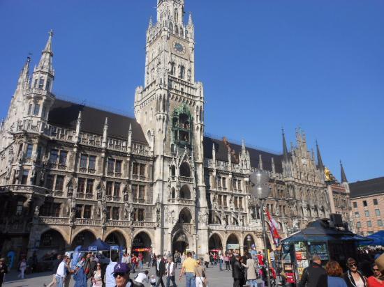 Glockenspiel am Rathausturm - Munique