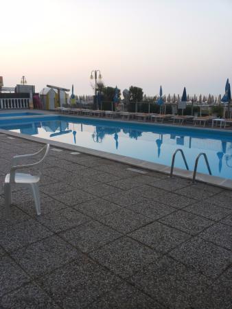 Hotel London: Piscina
