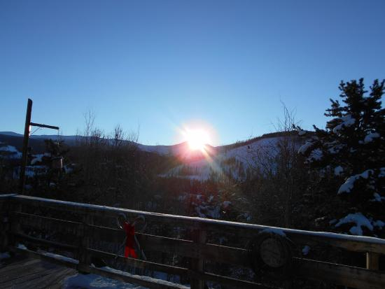 Woodspur Lodge: Sunrise view from the deck