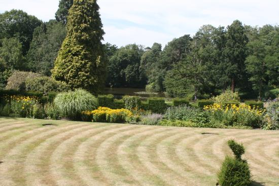 Rotherwick, UK: Gardens towards woods