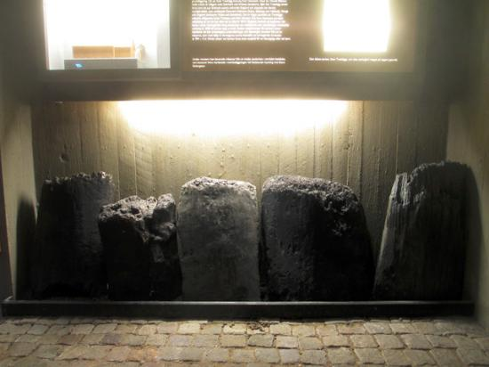 Lund, Sverige: Stumps from the staves for the largest stave church found, from trees from the ninth century