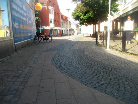 Lund, Sverige: Paving-stones that shows the location of the wall to the stone church from the eleventh century