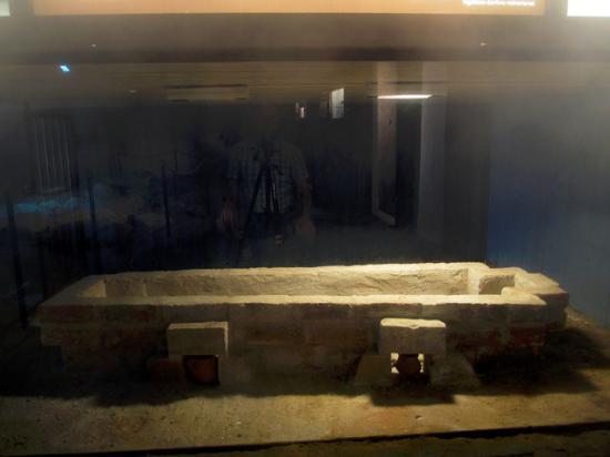 ลุนด์, สวีเดน: A stone coffin that was located in the stone church from the eleventh century