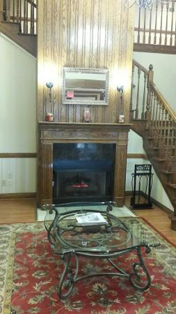 Country Inn & Suites by Radisson, Columbus, GA: The lobby fireplace and stairs to 2nd floor.