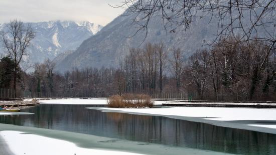 Amaro, Italien: Il Lago del Bar/Ristorante CISON ghiacciato