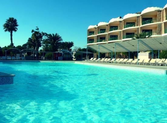 El Samaka Beach Hotel