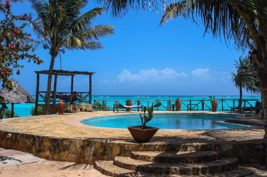 Tanzanite Beach Resort бассейн