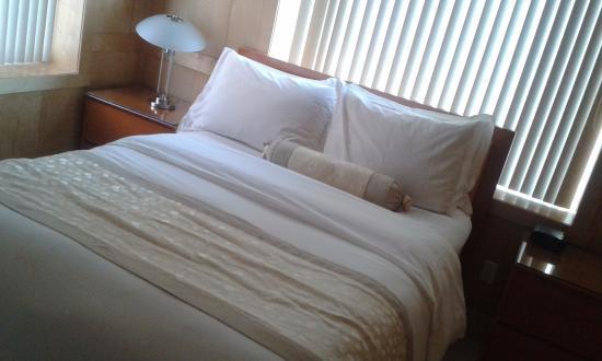 The Eldon Luxury Suites: camera da letto matrimoniale