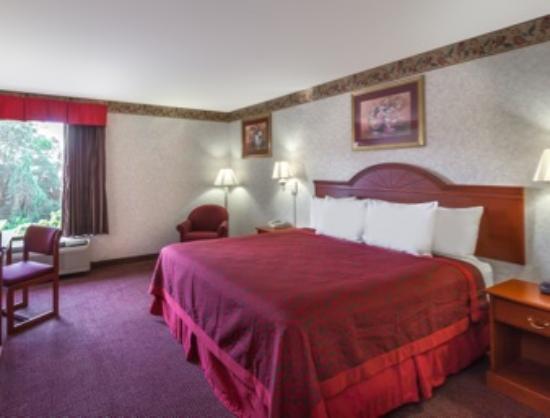 Days Inn Manassas : King Bed
