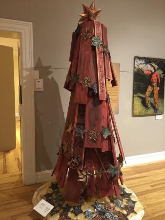 Pittsfield, MA: Christmas tree spectacular western themed