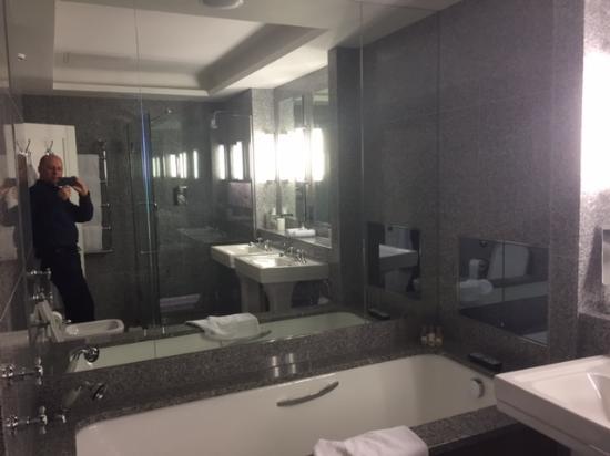 The Soho Hotel: Bathroom at Soho Hotel