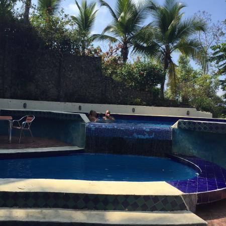 Hotel La Colina: Pool area