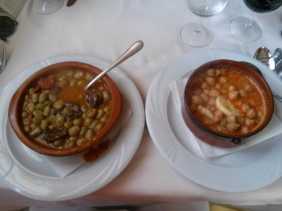 Cornudella de Montsant, Espanha: Habas a la catalana y garbanzos con bacalao.