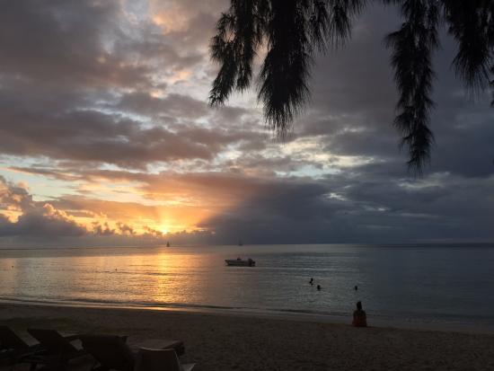 Les Lataniers Bleus: Sunset on the Beach