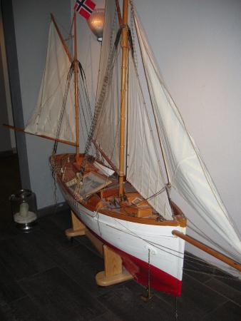 Sommaroy, Noruega: Flotte båter stod utstilt i fellesområder