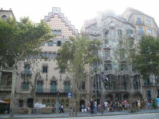 Manzana de la Discordia: Casa Amatller a sinistra e Casa Batllò a destra