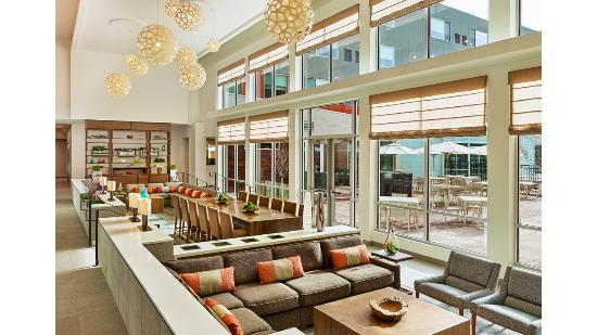 Basalt, CO: Modern and Inviting Lobby Area