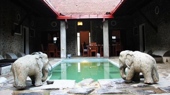 Serendip Stone Bungalow & Hotel: indoor swiming pool