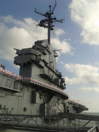 USS LEXINGTON: Camino al acceso