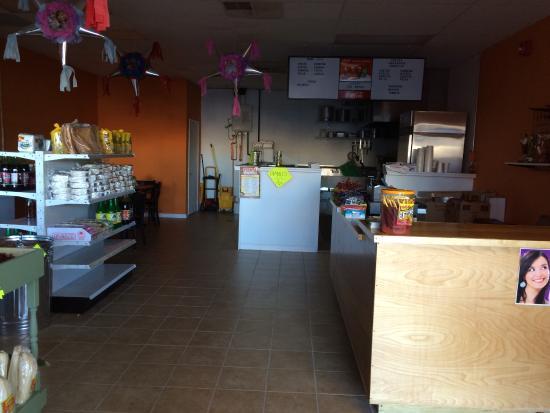 Middletown, DE: Fiesta Deli & Market interior
