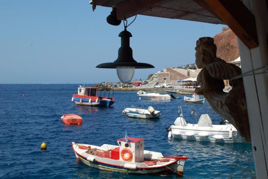 De waker over de vissersvloot in Ammoudi