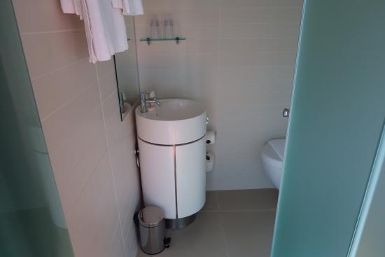 Hotel Brosundet: dove appoggiare i necessaire?