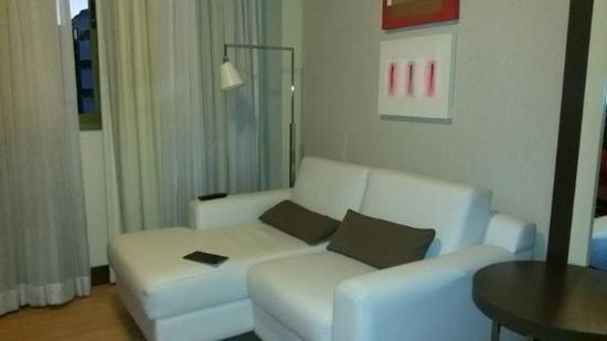 Hotel Laghetto Vertice Manhattan: Área social da suite