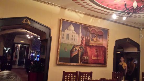 Tandoor : зал ресторана