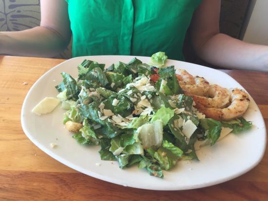 Dukes Malibu: Caesar com camarão