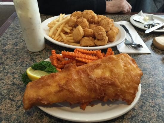 Rochester, Nueva Hampshire: Sam Adams beer battered fish and chips. Scallops