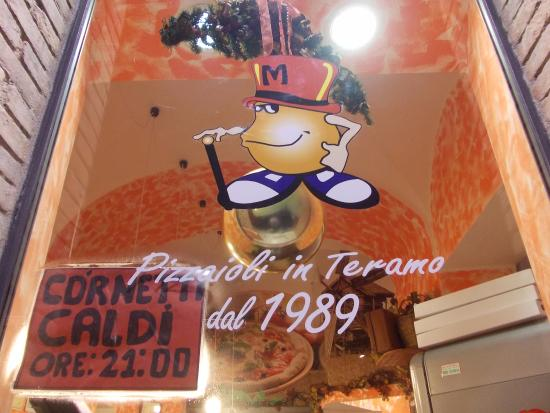 Province of Teramo, Italia: Pizzeria Cornetteria Mr Berry's Pizzaioli dal 1989......