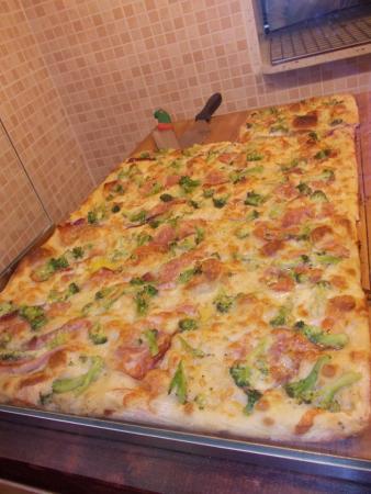 Province of Teramo, Italia: Pizza Speck e Broccoli ....