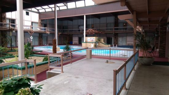 Eisenhower Hotel & Conference Center: Cold and empty indoor pool