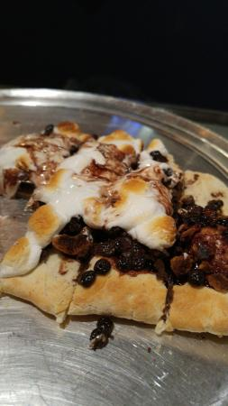 Andrews, Carolina del Norte: Smore Pizza! Brick oven makes the marshmallows taste like they are campfire roasted!!