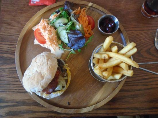 Dounby, UK: Burger meal