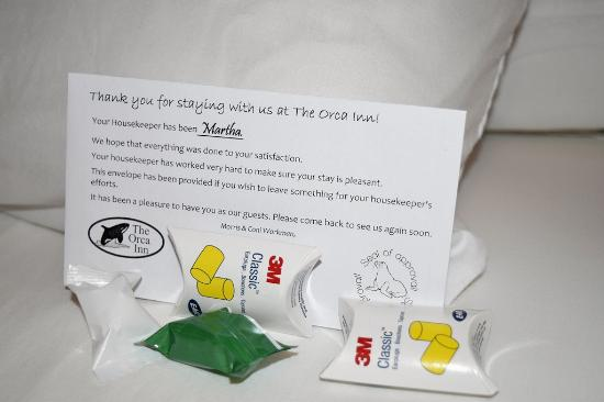 The Orca Inn : Ear plugs and mints on pillows. - (Did not need ear plugs)