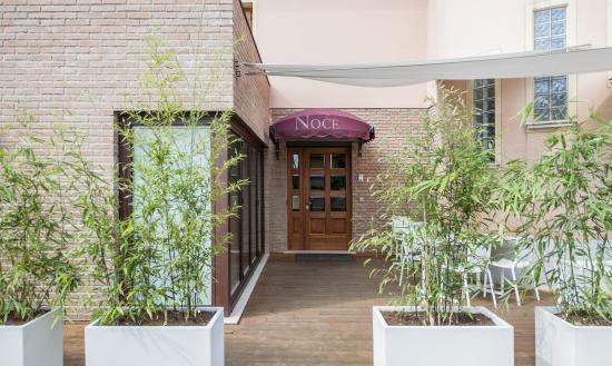 Hotel Noce: Entrata esterna