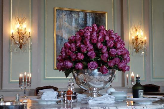 Cheval Blanc: Rose bowl display