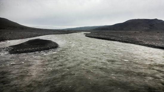 Hvolsvollur, Islandia: River behind the huts