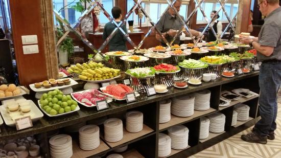 May de Ville Old Quarter Hotel: Half the breakfast buffet