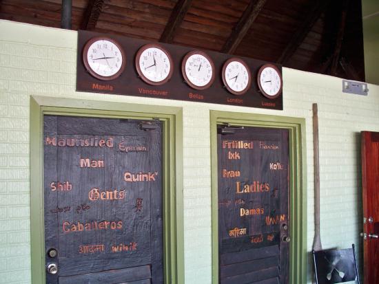 Ladyville, Belice: Oar House Bar Clocks