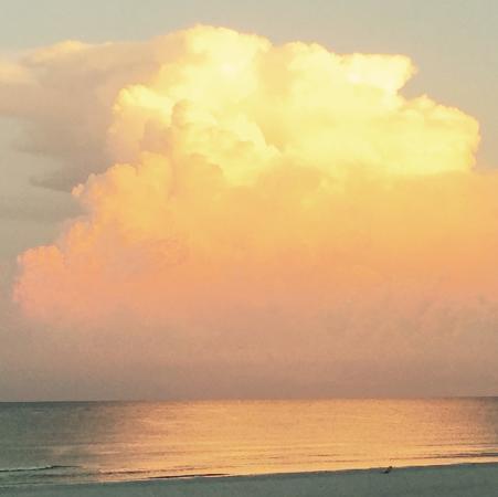 Dolphin Beach Resort : Gulf sky
