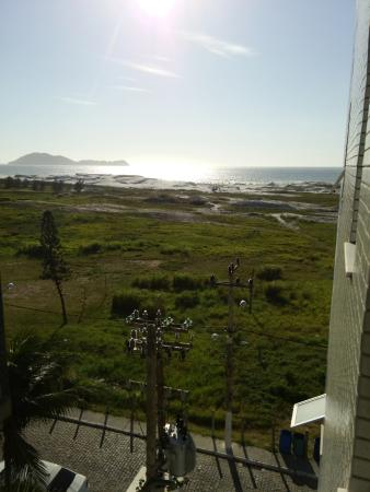 Hotel Balneario Cabo Frio: A view from our hotel window in the morning looking at the beach