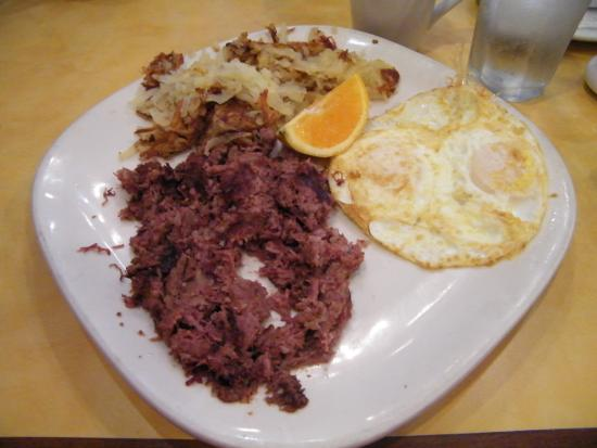 Bannockburn, Илинойс: Corned Beef Hash with potatoes and fried eggs